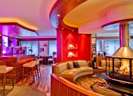 Bar and lounge in Hotel Bellerive in Zermatt.