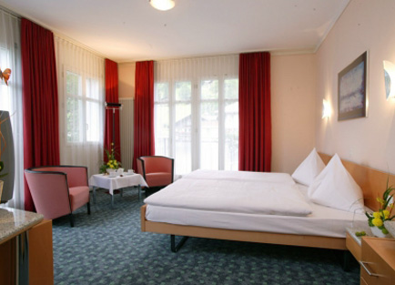 Room with red curtains in Hotel Belvedere at Grindelwald.